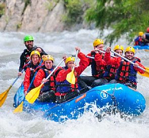 Rafting in trancura river
