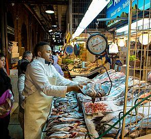 Mercados en Chile: La mezcla entre lo sabroso y la mano de obra local