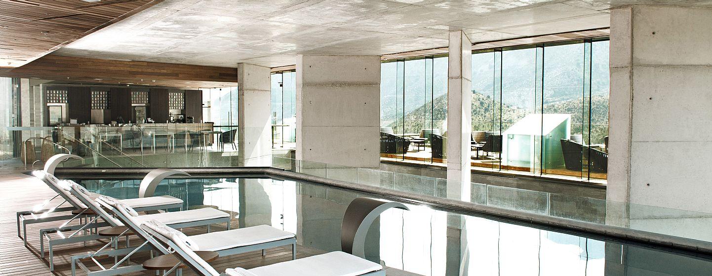 Enjoy antofagasta hotel del desierto en antofagasta for Casas con piscina interior fotos