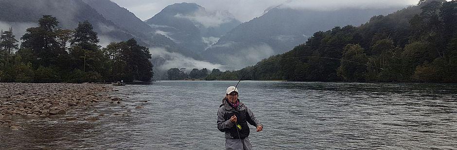 Programa de pesca con mosca en el río Puelo
