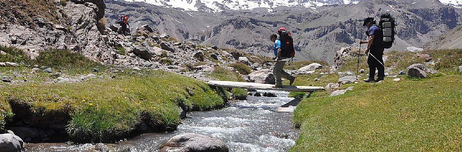 Trekking al volcán San José y relajo en las Termas del Valle de Colina