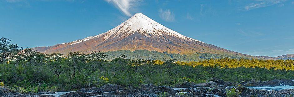 Tour through the Osorno volcano and Petrohué